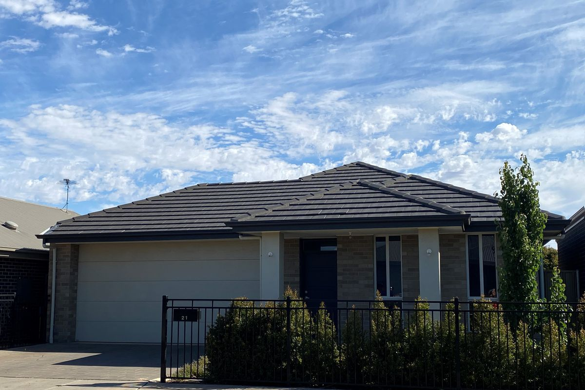 Beautiful Modern 3 bedroom home with ducted cooling