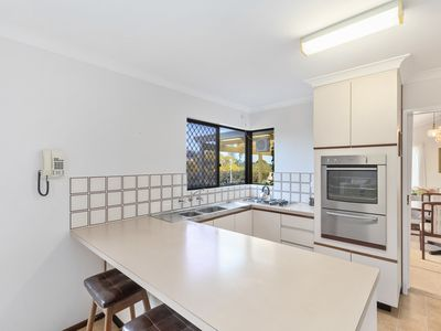 12 / 4 Perina Way, City Beach