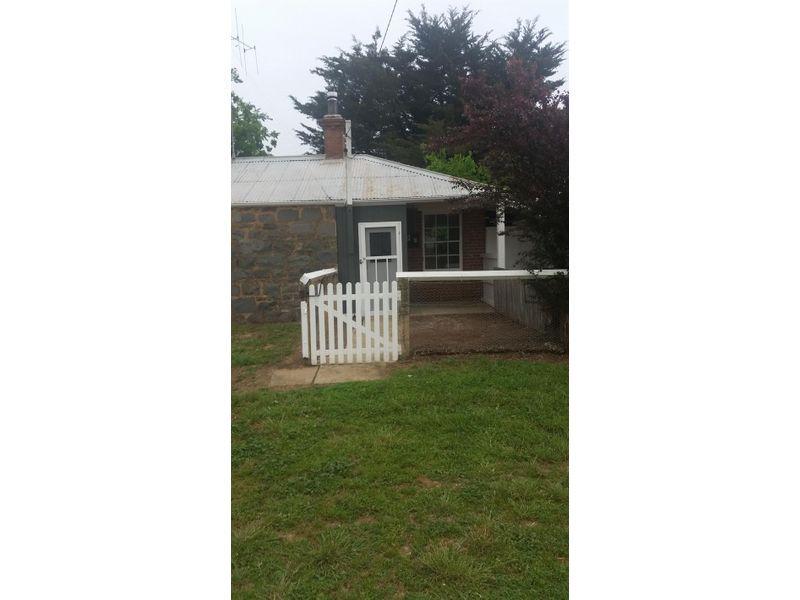 Cottage 10 / 4033 Braidwood Road, Tirrannaville