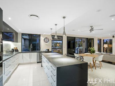 15 King Charles Drive, Sovereign Islands