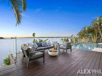 6 Knightsbridge Parade East, Sovereign Islands