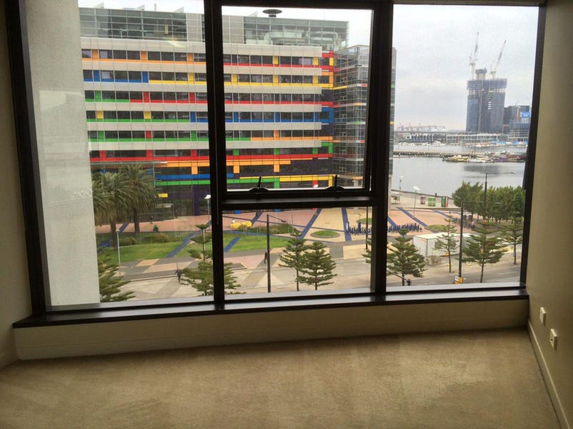 602 / 100 Harbour Esplanade, Docklands