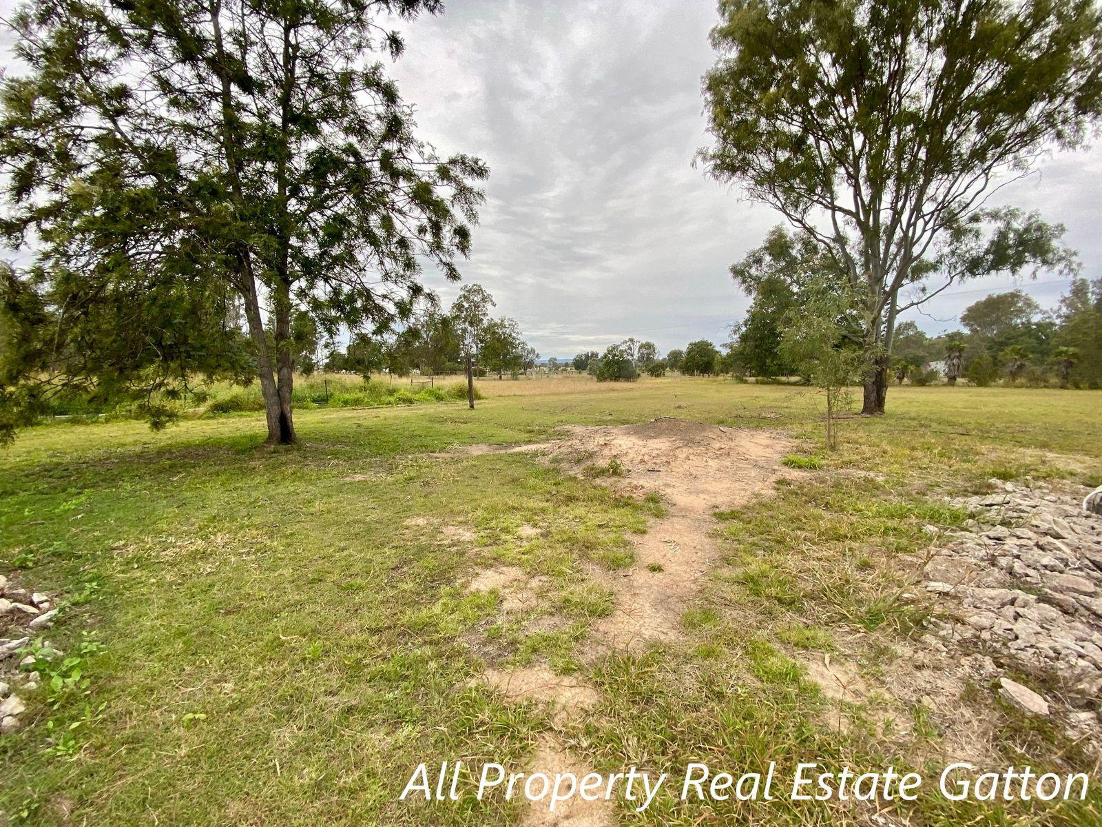 9 Topaz Crescent, Lockyer Waters