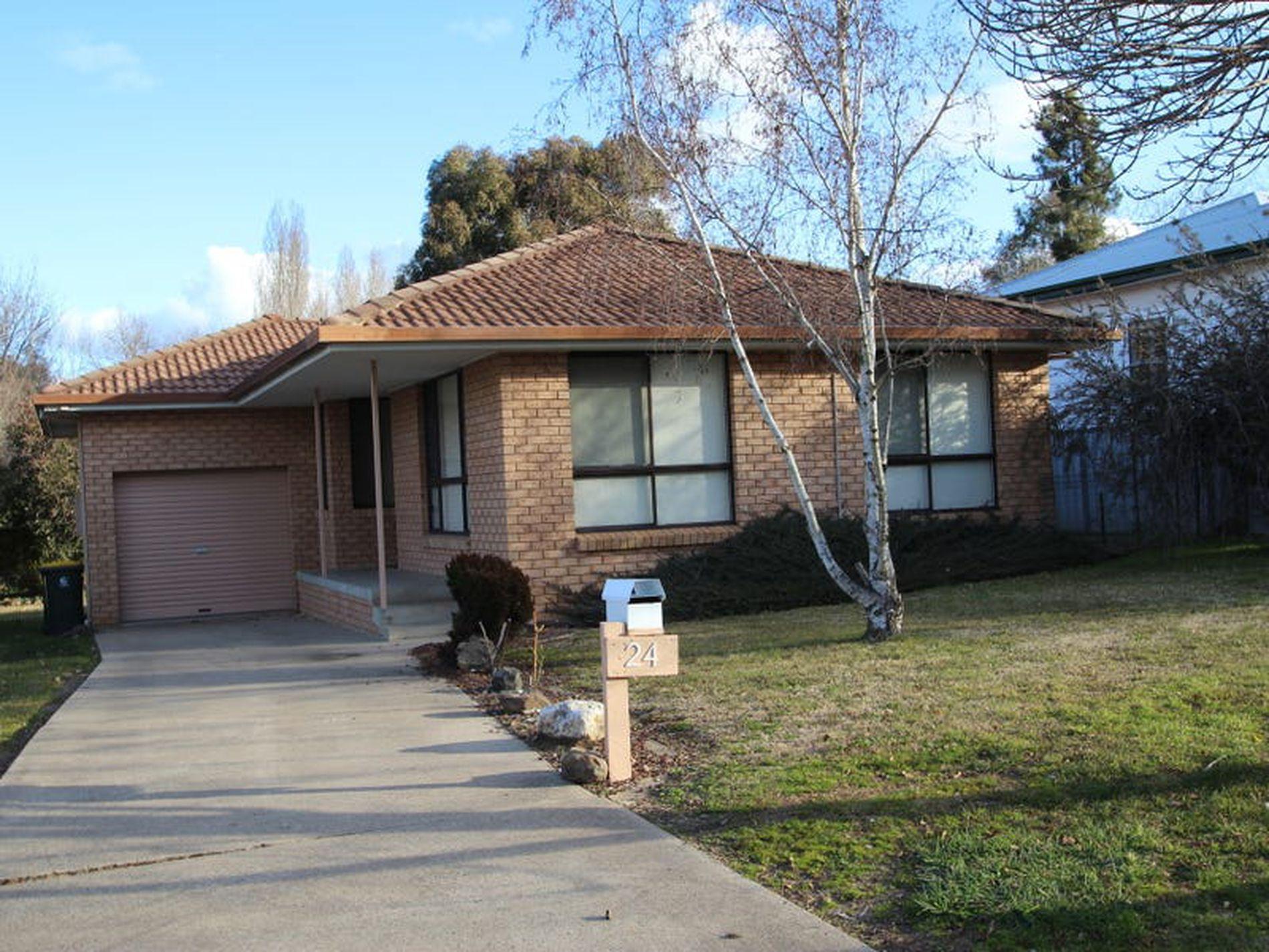 24 Collwood Crescent, Orange