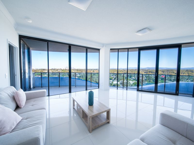 21006 / 5 Harbour Side Court, Biggera Waters