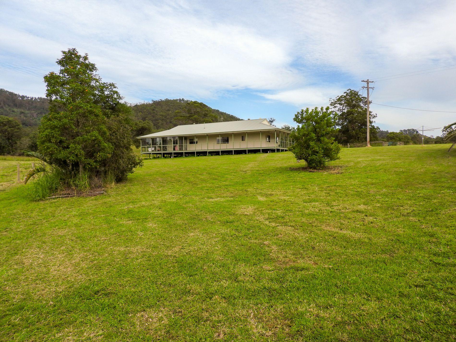 220 Waverley Road, Hillville