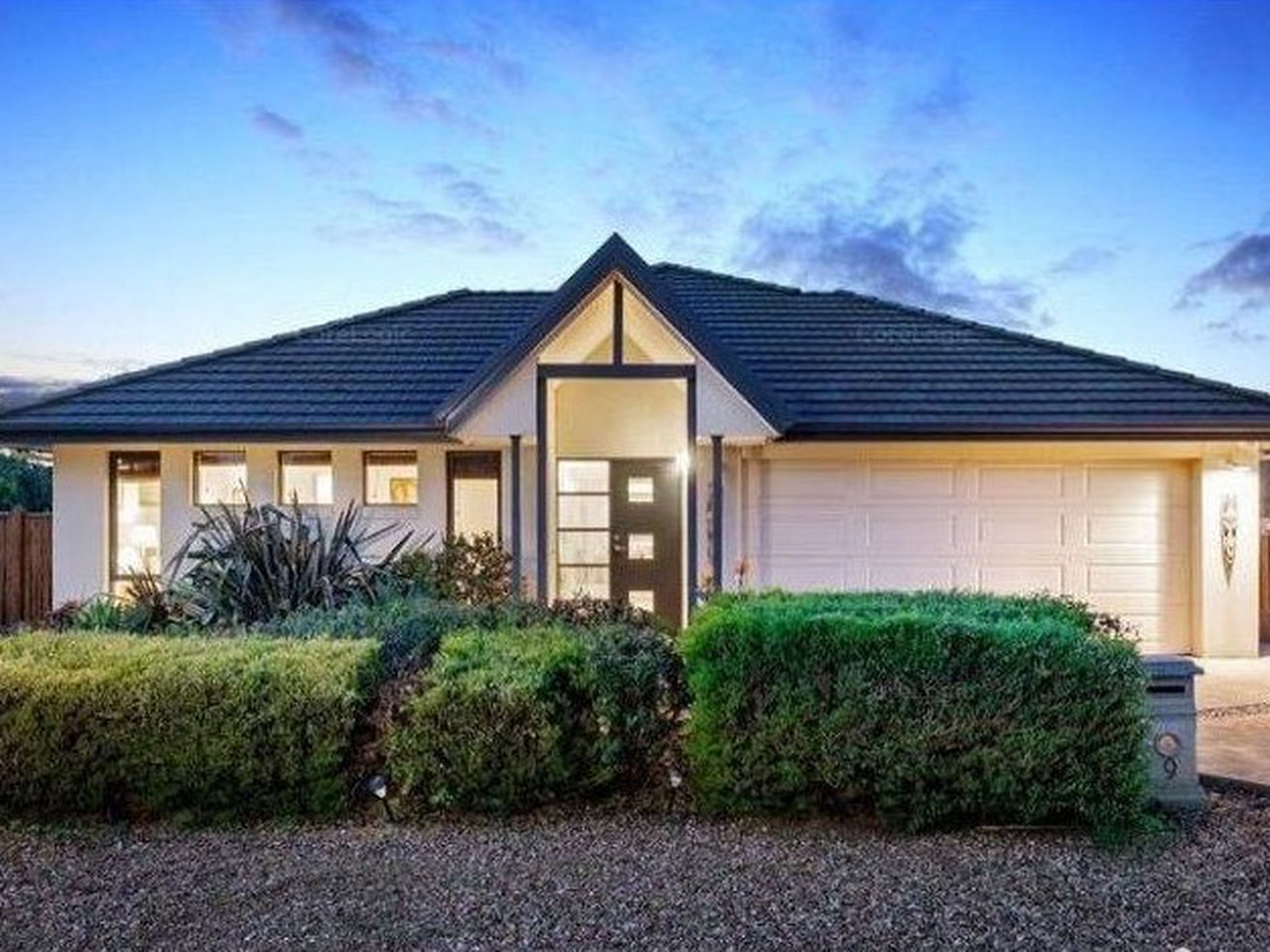 9 Lowess Lane, Point Cook