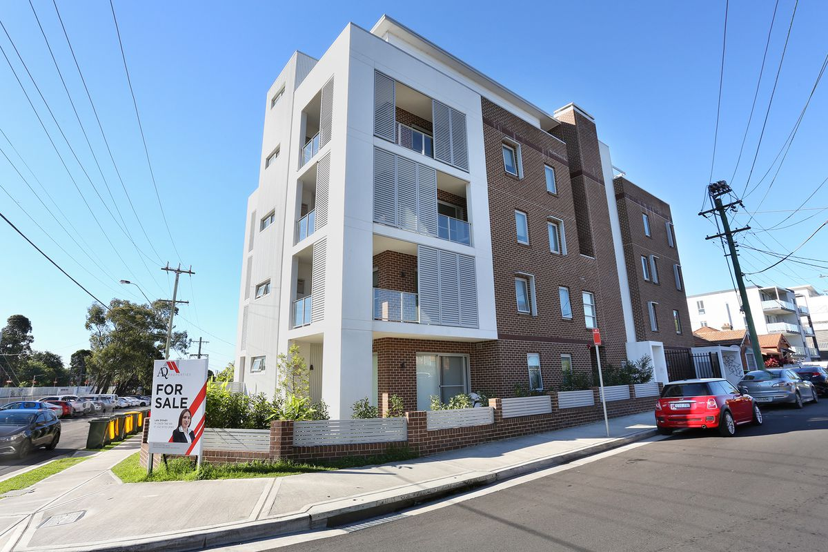 As-New Spacious 2 bedroom apartment with Private Communal Rooftop!