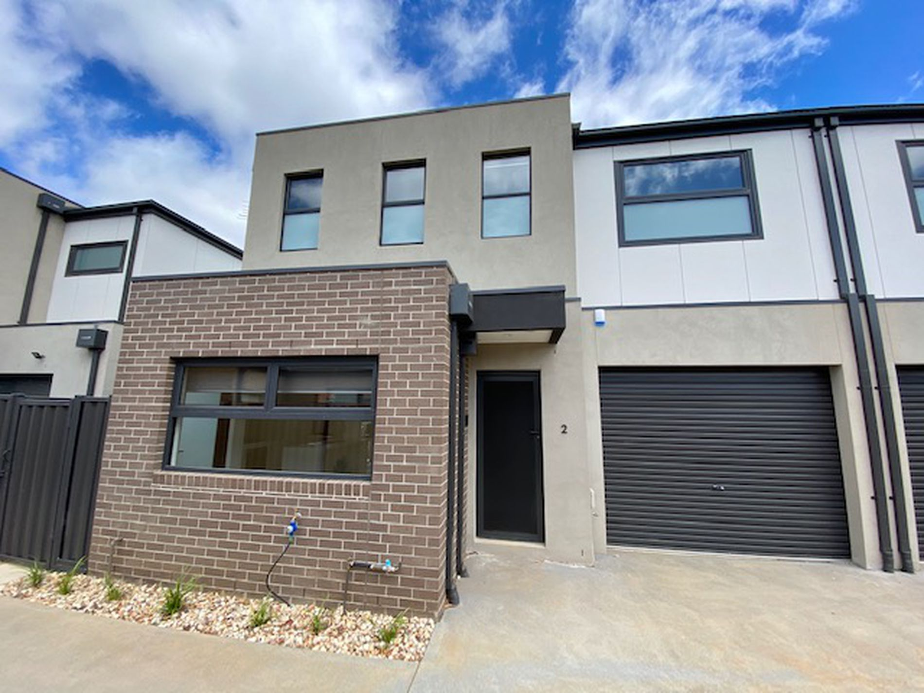 2 / 13 Trinca Court, Werribee
