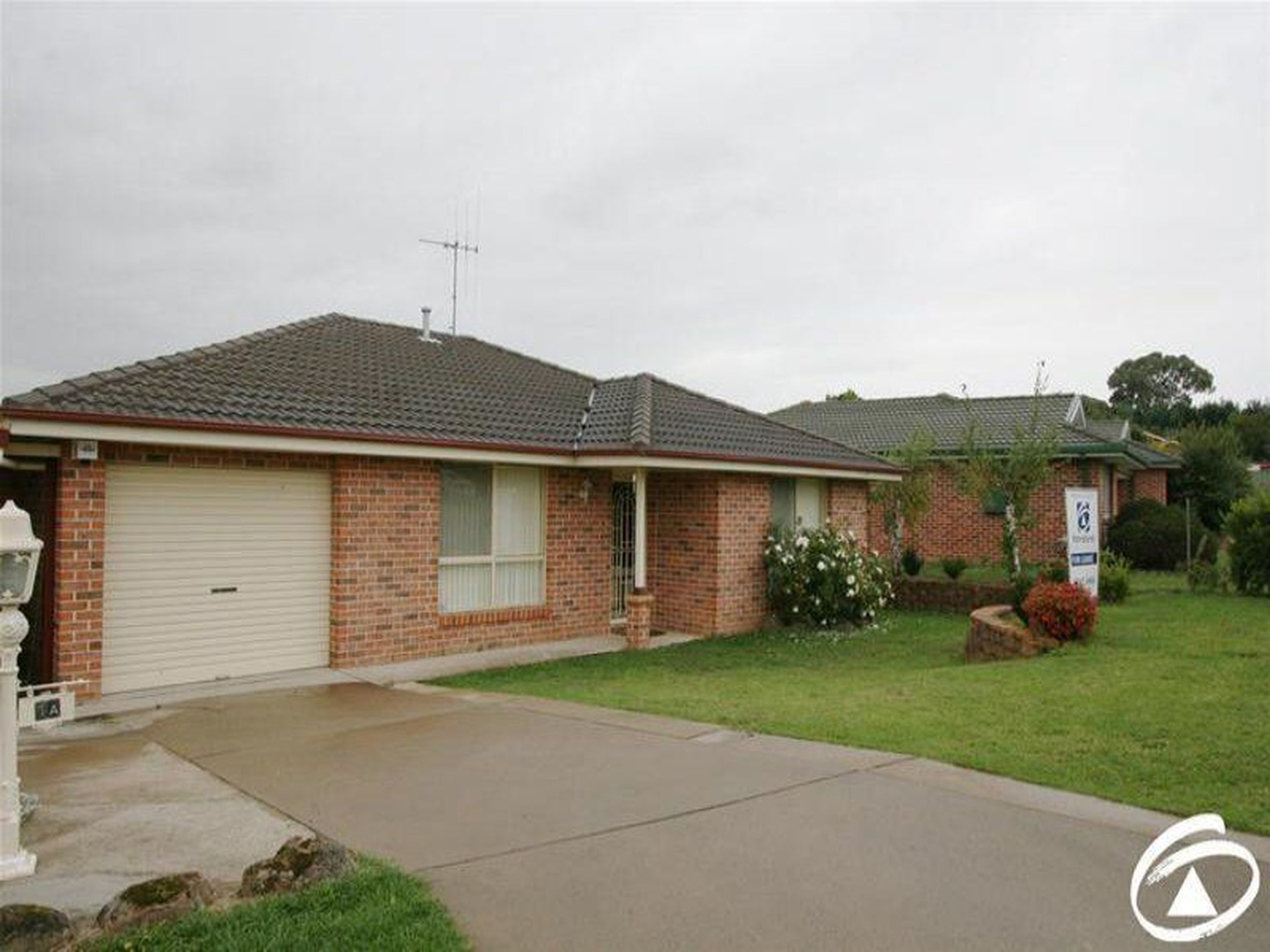 1A Coombes Place, Orange