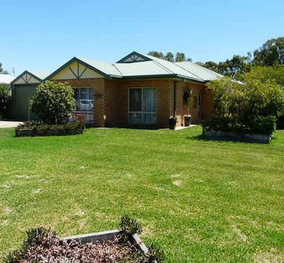 1-2 Lorelle Court, Tocumwal