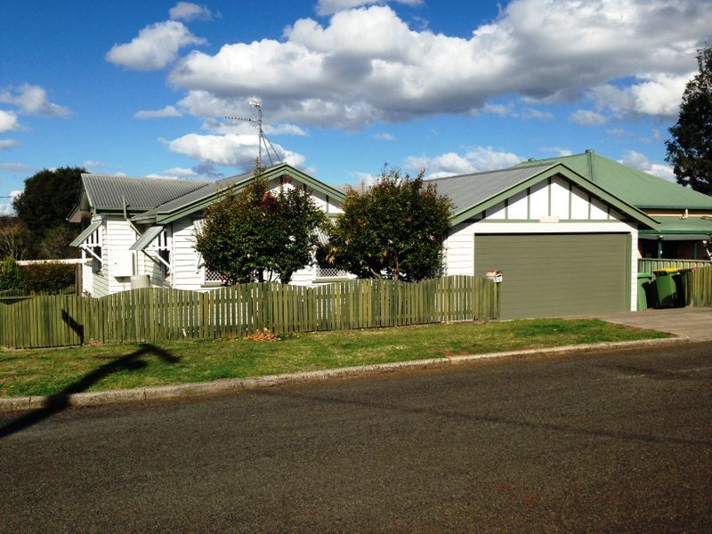 6 Searle Street, South Toowoomba