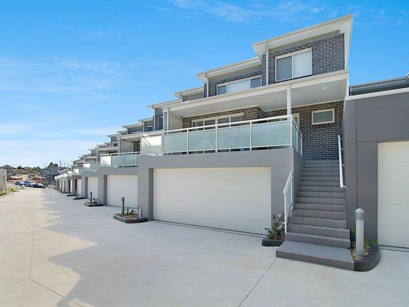 1 / 8 Cathay Place, Kellyville