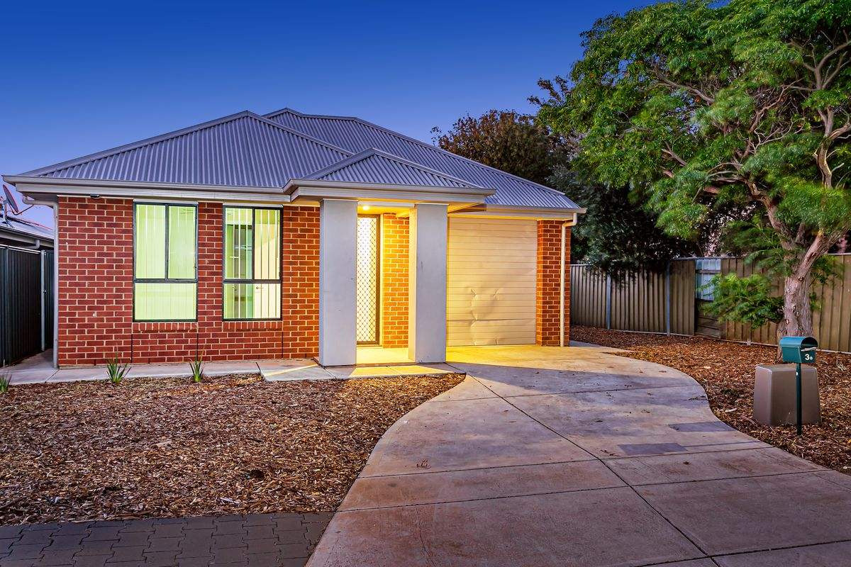 Modern, low maintenance, high ceilings and close to local attractions.