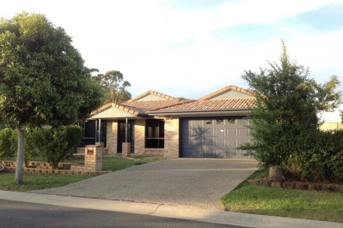 Rare find! 5 bedroom lowset brick home with 4 living areas, 2 bathrooms, on 665m2 block