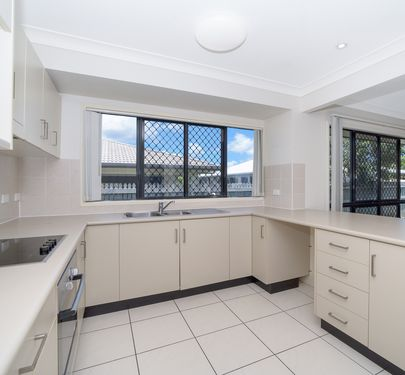 25 Dugong Crescent, Mount Louisa