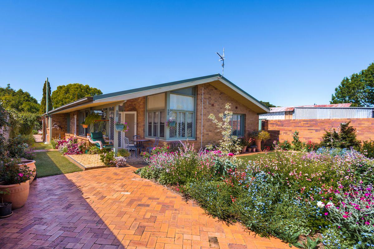 Superb Inner City Lifestyle   Large Family Home  $520/week return