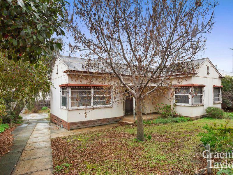 3 Merton Grove, Manifold Heights
