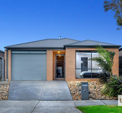 8 Loddon Place, Clyde North