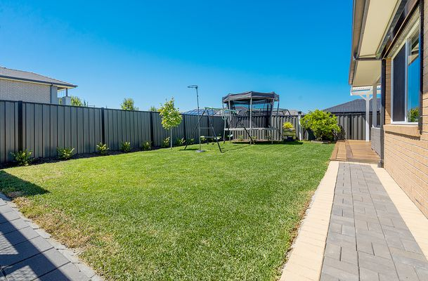 16 Beveridge Drive, Roxburgh Park