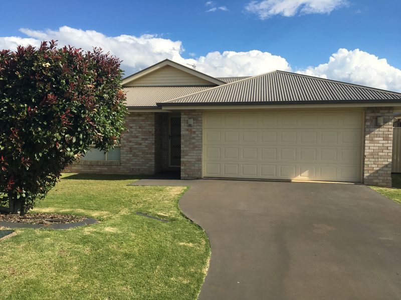 1 / 2 Yearling Close, Glenvale