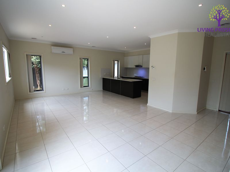3 / 5 Shirley Court, Point Cook