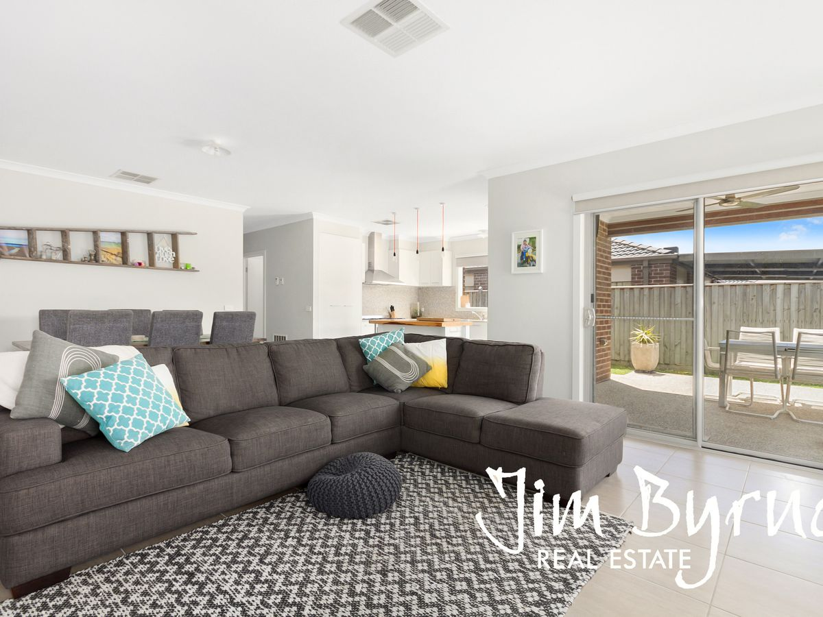 11 Howe Way, Cranbourne East