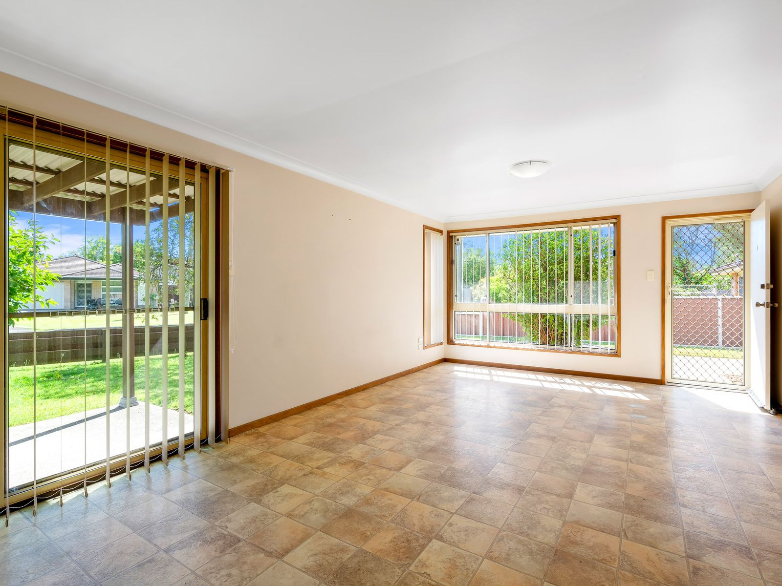 1 / 25 Dog Trap Road, Ourimbah