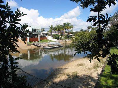 2 Ensenada Court, Broadbeach Waters